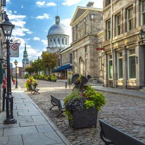 CA.Montreal.Passage Gepflasterte Gasse in der alten Innenstadt von Montreal, Kanada