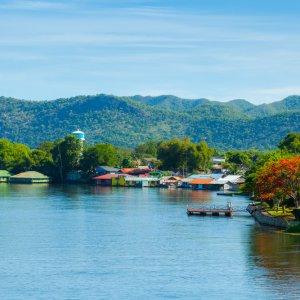TH.AR.Kanchanaburi River Kwai Blick auf den Kwai Fluss bei Tag