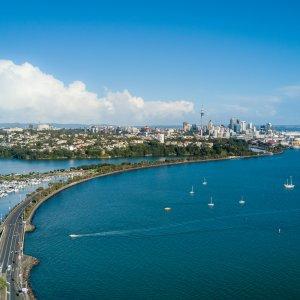 NZ.Auckland_Hafen Der Blick von oben auf den Waitemat Harbour in Auckland.