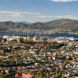 AU.Hobart Der Blick auf die Stadt Hobart.