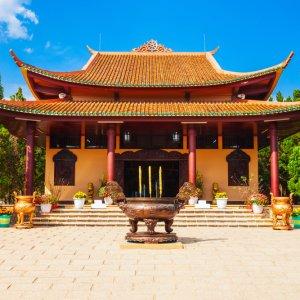 VN.Dalat_Truc_Lam_Pagode Der Blick auf einen Tempel.