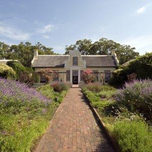 ZA.Stellebosch.Kolonialhaus koloniales Bauernhaus in Stellenbosch, Südafrika