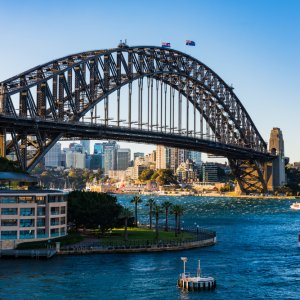 AU.Sydney.Harbour_Bridge Der Blick von unten auf die prachtvolle Harbour Bridge.