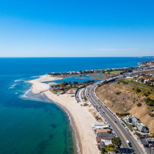 Blick auf Malibus Küste aus Vogelperspektive