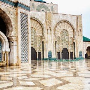 """MA.Casablanca.Moschee Detaillierte und pompöse Innenarchitekturder """"Hassan_II_Moschee"""" in Casablanca, Marokko"""