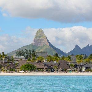 MU.Westkueste.Strand Blick auf den weißen Sandstrand von Flic en Flac an der Westküste von Mauritius