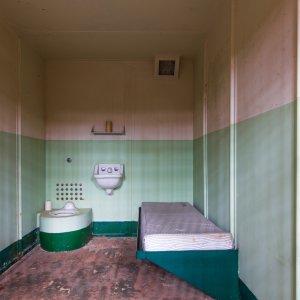 Blick in eine Gefägniszelle des ehemaligen Hochsicherheitsgefägnisses Alcatraz