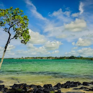 """MA.Ostkueste.Bras_D_eau Strandausblick vom öffentlichen Strand am """"Bras d ' Eau"""" an der Ostküste von Mauritius"""