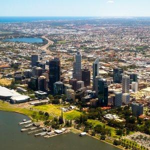 AU.Perth Der Blick von oben auf das Zentrum von Perth.