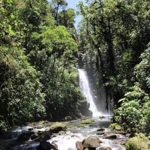 CR.Vulán Poás Naionalpark 4 Wassserfall im Vulcán Poás Nationalpark