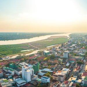 LA.Vientiane_Header Der Blick von oben auf die Stadt Vientiane, Laos.