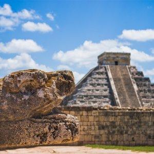 MX.POI.Chichén Itzá 4 Große Pyramide bei Sonnenuntergang