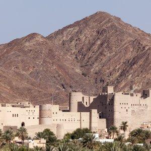 OM.POI.Jebel Akhdar 4 Die Festung Nakhal Fort vor dem Jebel Akhdar Gebirge