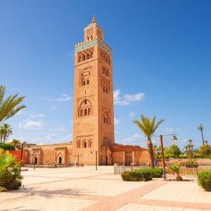 """MA.Marrakesch.Moschee Blick auf den hohen Turm der historische Moschee """"Koutoubia Mosque"""" in Marrakesch, Marokko"""