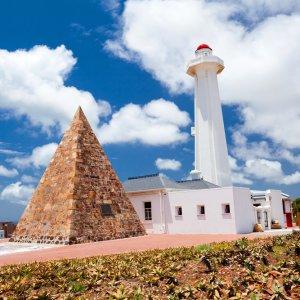ZA.Port_Elizabeth_Donkin_Reserve Denkmal aus Stein Pyramide und Leuchtturm
