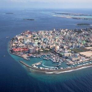 """MV.Nord_Male_Atoll_Hauptstadt Luftaufnahme von der Skyline der Hauptstadt der Malediven """"Malé"""