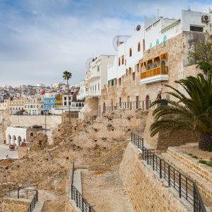 MA.Tanger Alte Mauern und Häuserwände der Stadt Tanger in Marokko
