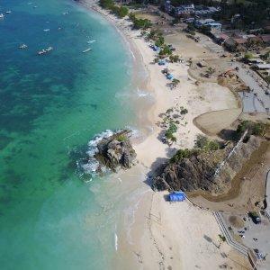 Bali.Kuta.Strand Sandstrand und türkisblauer Ozean von oben fotografiert