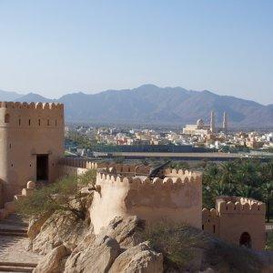 OM.Muscat.Festung Historische Steinfestung in den Bergen nahe Muscat, Oman