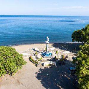Bali.Lovina.Strand Betonierter Aussichtsplatz an der Küste von Lovina