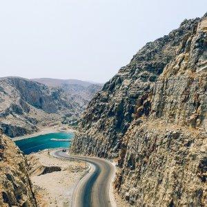 OM.POI.Musandam 4 Blick zwischen ein Gebirge
