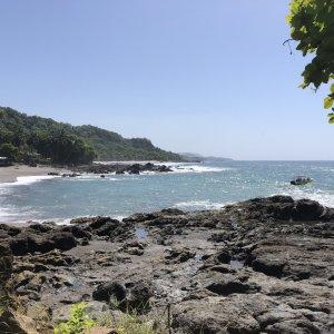 CR.Montezuma_Strand Der Blick auf die Bucht von Montezuma.