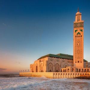 MA.POI.Hassan Moschee 5 Blick auf die Moschee vom Meer aus