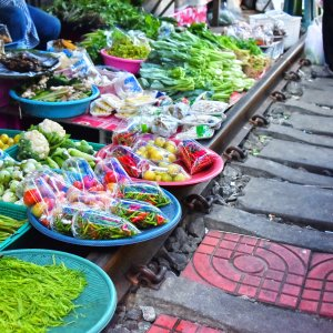 """TH.Mae_Klong_Railway_Market Der gefährlichste Markt der Welt der """"Mae Klong Railway Market"""" in Thailand"""