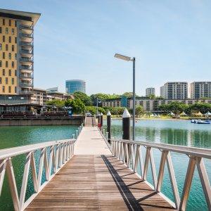 AU.Darwin_Waterfront_Wharf Der Blick über die Brücke zur Waterfront Wharf.