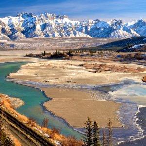 CA.Jasper_Nationalpark_Landschaft Flache Landschaft im Jasper Nationalpark vor Bergkulisse, Kanada