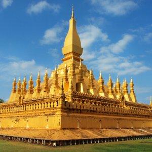 LA.Vientiane_Pha_That_Luang Der Blick auf die goldene Stupa in Vientiane, Laos