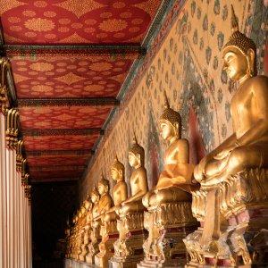 "Buddha-Statuen aus dem Tempel ""Wat Arun"" in Bangkok"