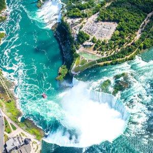 Niagarafälle aus Perspektive einer Drohne