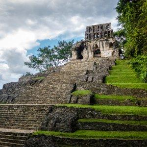 MX.Palenque.Kreuztempel Der Treppenaufgang zum Kreuztempel