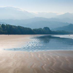 CR.Uvita_Strand_Ebbe Der Blick auf den Strand von Uvita bei Ebbe im Marino Ballena Nationalpark in Costa Rica.