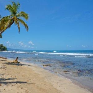 CR.Puerto_Viejo_de_Talamanca_Playa_Chiquita Der Blick auf den unberührten Chiquita Strand in Puerto Viejo de Talamanca.