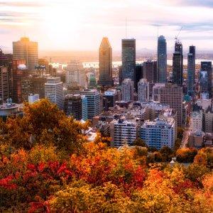 CA.Montreal_Skyline Luftaufnahme der Skyline von Montreal während Sonnenaufgang, Kanada