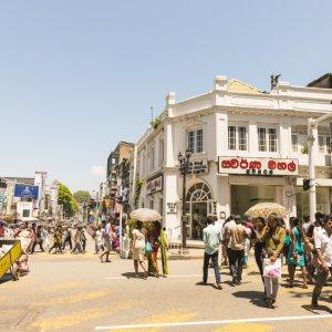 """LK.Dambulla_Kandy Das tägliche Treiben in der Kulturstadt """"Kandy"""" in der Dambulla Region in Sri Lanka"""