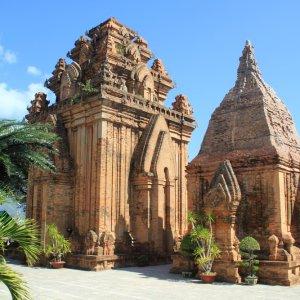 VN.Nha_Trang_Thap_Po_Nagar Der Blick auf einen historischen Tempel.