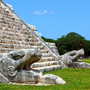 MX.POI.Chichén Itzá 5 Nahaufnahme der Pyramide
