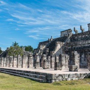 MX.POI.Chichén Itzá 6 Blick auf einen Teil der Ruinenstätte Chichén Itzá