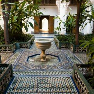 MA.Bahia_Palast_Garten Schattiger Patios mit Brunnen in der Mitte