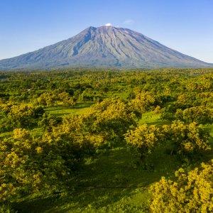 """Bali.Amed.Vulkan Blick auf den Vulkan """"Mount Agung"""" in Amed, Bali"""