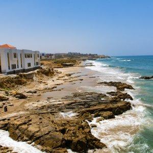 MA.Asilah.Kueste wunderschöne Küstenansicht von Asilah, Marokko