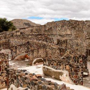 MX.POI.Sonnenpyramide von Teotihuacán 4 Teil der Pyramidenanlage von nahem