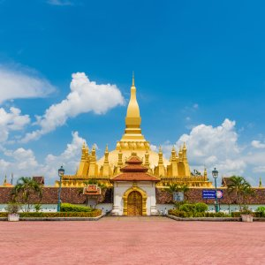 "Laos.Pha_That_Luang Die riesige, goldene Stupa ""Pha That Luang"""