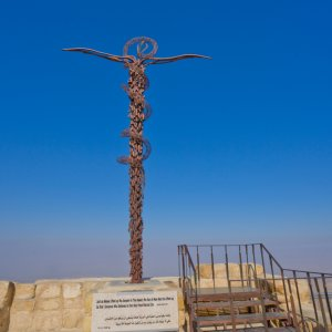 JO.Nebo_Skulptur Jordanien Nebo Berg Denkmal Heiliges Land Moses Brazen Serpent Skulptur