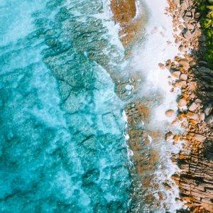 SC.Mahe.Landschaft Luftaufnahme eines paradiesischen Strandes von Mahé, Seychellen