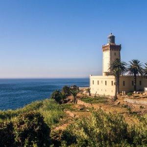 """MA.Tanger.Leuchtturm Der Leuchtturm """"Kap Spartel"""" in der Küstenlandschaft vor Tanger, Marokko"""