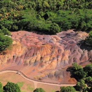 MU.Chamarel-Wasserfälle_Siebenfarbige_Erde Die Siebenfarbige Erde von oben